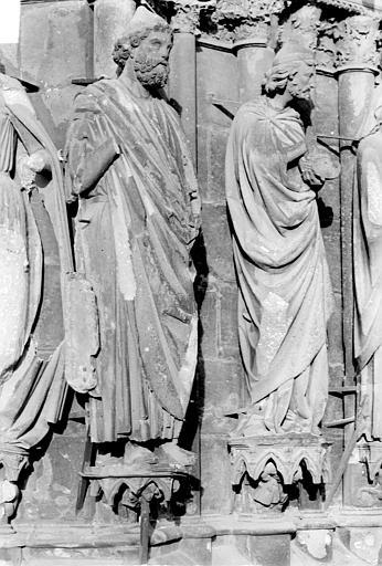 Cathédrale Notre-Dame Portail central de la façade ouest. Ebrasement gauche : Statues du prophète Abiathar et de saint Joseph, Sainsaulieu, Max (photographe),