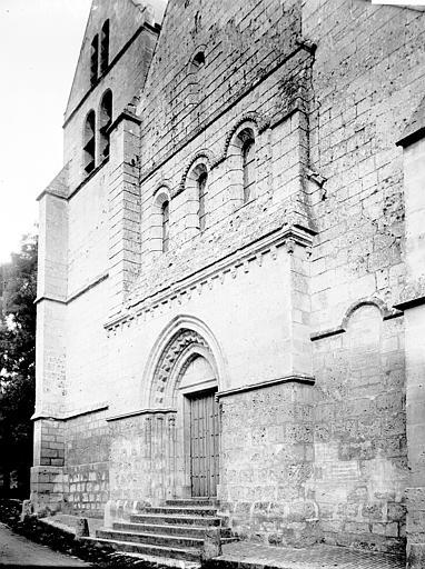 Eglise Façade ouest: vue diagonale, Enlart, Camille (historien),