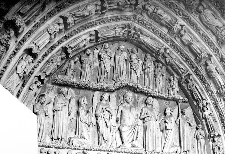 Cathédrale Saint-André Portail royal de la façade nord. Tympan : Résurrection des morts et Jugement dernier, Mieusement, Médéric (photographe),