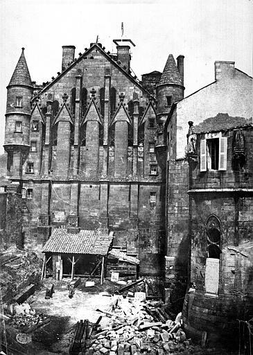 Palais des Comtes de Poitiers (ancien) ; Palais de Justice Pignon sur la rue des Cordeliers, Mestral ; Le Gray, Gustave (photographe),