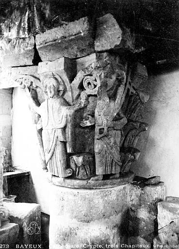 Intérieur, chapiteau : Le Christ entouré de deux saints, Mieusement, Médéric (photographe),