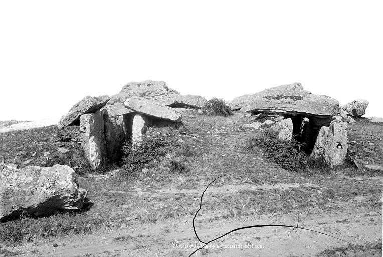 Dolmen sous tumulus du Moulin de la Motte Ensemble sud, Robert, Paul (photographe),