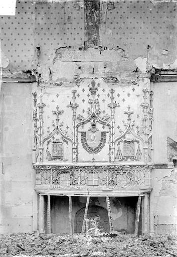 Archevêché (ancien) ; Palais du Tau (actuel) Salle du Tau : Cheminée, côté nord, Sainsaulieu, Max (photographe),