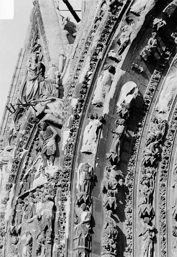 Cathédrale Notre-Dame Portail nord de la façade ouest. Voussures de gauche : Scènes de la vie publique du Christ, Sainsaulieu, Max (photographe),