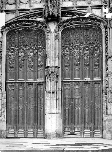 Cathédrale Saint-Pierre Portail du transept nord : porte en bois sculpté, Mieusement, Médéric (photographe),
