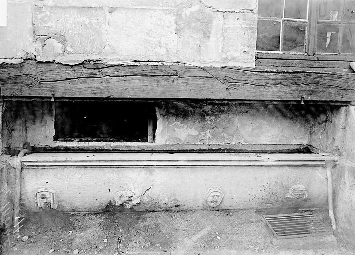 Abbaye du Moncel (ancienne) Fenêtre et cuve, Enlart, Camille (historien),