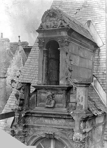 Hôtel d'Escoville (ancien) Grande lucarne, Durand, Jean-Eugène (photographe),
