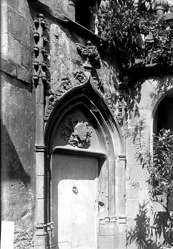 Maison Porte, Enlart, Camille (historien),