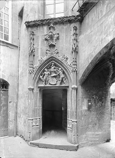 Hôtel Savaron Cour intérieure : Porte d'escalier, Durand, Jean-Eugène (photographe),