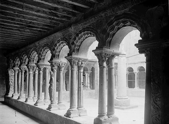 Cathédrale Saint-Sauveur Cloître, Enlart, Camille (historien),