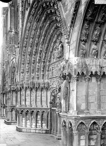 Cathédrale Saint-Etienne Portail central de la façade ouest : piédroit et voussure de gauche, Doucet ; Baudet (photographe),