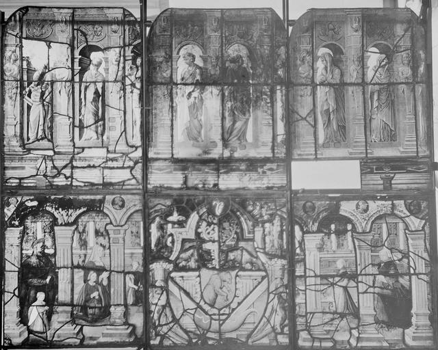 Eglise Vitrail, trois panneaux, Romanais (photographe),