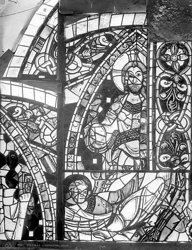 Cathédrale Saint-Pierre Vitrail, baie B : figure et fragments d'ornementation, Leprévost (photographe),