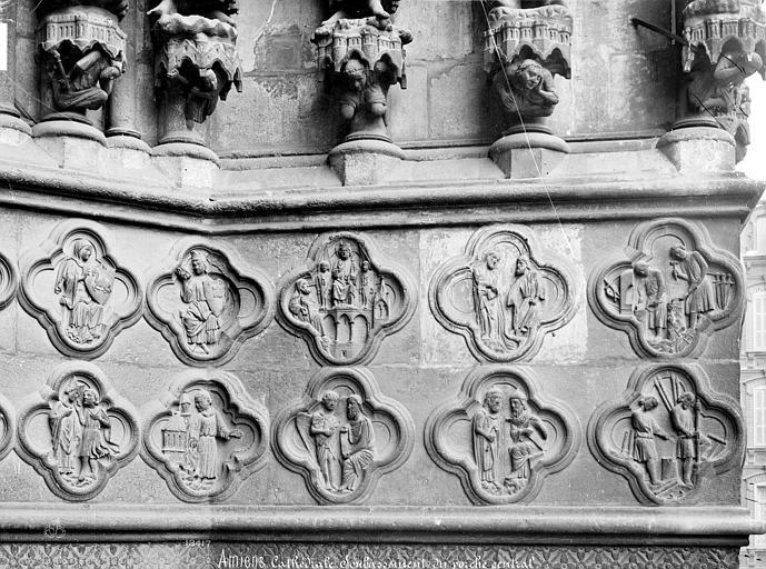 Cathédrale Notre-Dame Portail central de la façade ouest : Soubassement de l'ébrasement droit (partie droite), Mieusement, Médéric (photographe),