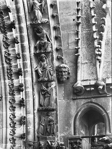 Cathédrale Notre-Dame Rose nord, partie inférieure de la voussure à droite, Lajoie, Abel,