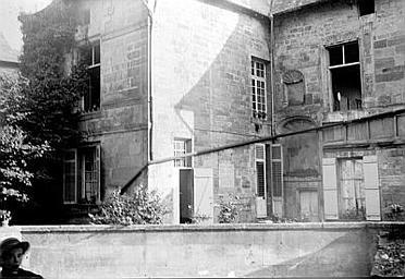 Maison Façade, Enlart, Camille (historien),