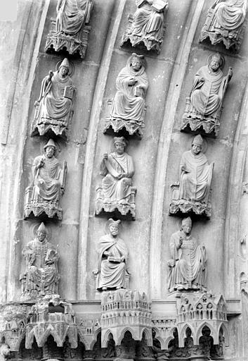 Cathédrale Notre-Dame Portail central de la façade nord (portail de saint Calixte). Voussures de gauche : Evêques et prélats, Sainsaulieu, Max (photographe),