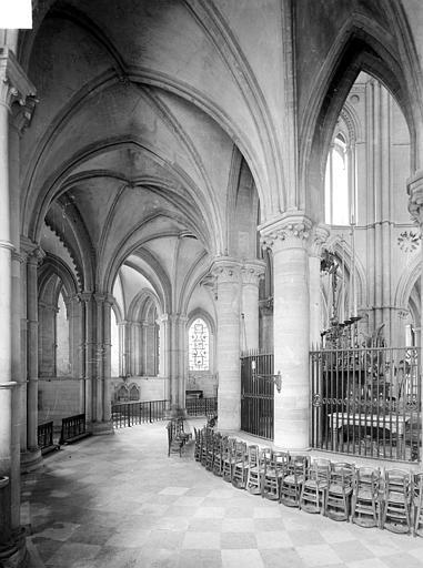 Abbaye aux Hommes (ancienne) ; Eglise abbatiale Saint-Etienne Vue intérieure du déambulatoire, Heuzé, Henri (photographe),