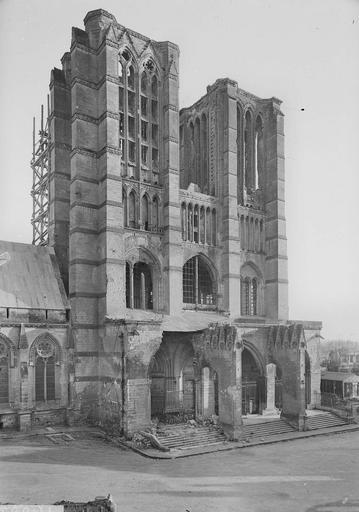 Eglise Notre-Dame (ancienne cathédrale) Façade ouest, Service photographique,