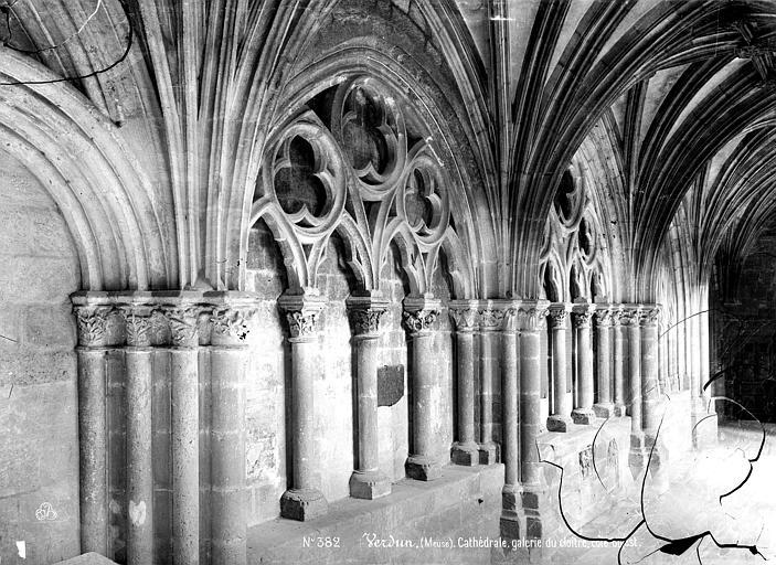 Cathédrale Notre-Dame-de-l'Assomption Cloître : arcatures aveugles de la galerie est, Mieusement, Médéric (photographe),