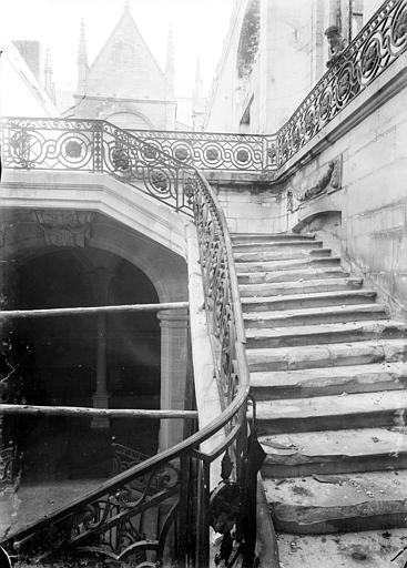 Abbaye Saint-Remi (ancienne) ; Hôtel-Dieu (ancien) Grand escalier Louis XVI : révolution de l'escalier, côté droit, Sainsaulieu, Max (photographe),
