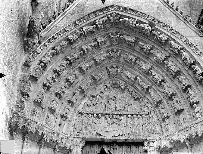 Cathédrale Saint-Pierre Portail nord de la façade ouest, tympan et voussures : La Mort et le couronnement de la Vierge, Gossin (photographe),