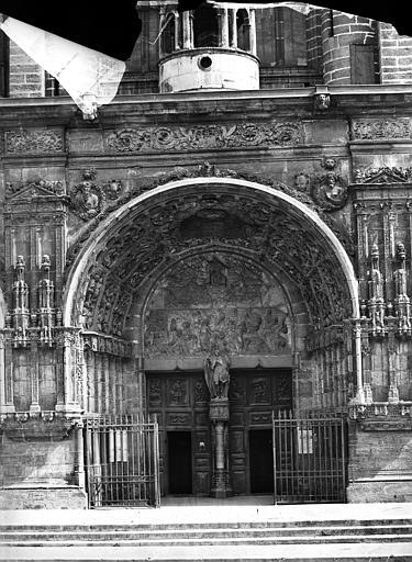 Eglise Saint-Michel Portail central de la façade ouest, Delaunay (photographe),