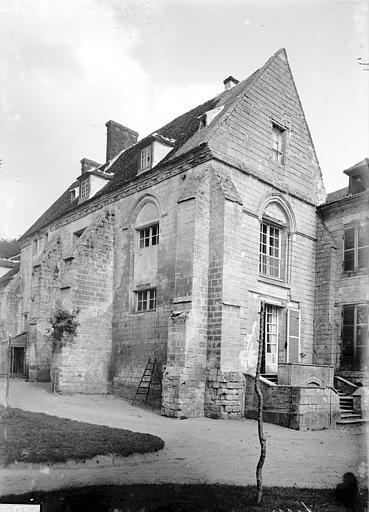 Prieuré (ancien) Vue d'ensemble, Enlart, Camille (historien),