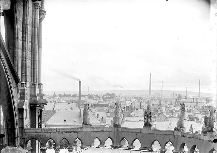 Cathédrale Notre-Dame Chapelle de l'abside, animaux d'amortissement de la galerie supérieure, vue de dos, Lajoie, Abel,