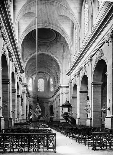 Cathédrale Saint-Louis Vue intérieure de la nef vers le choeur, Mieusement, Médéric (photographe),