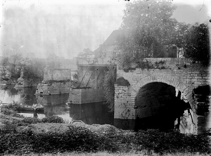 Maison sur les restes d'un pont Ensemble vu de la berge, Enlart, Camille (historien),