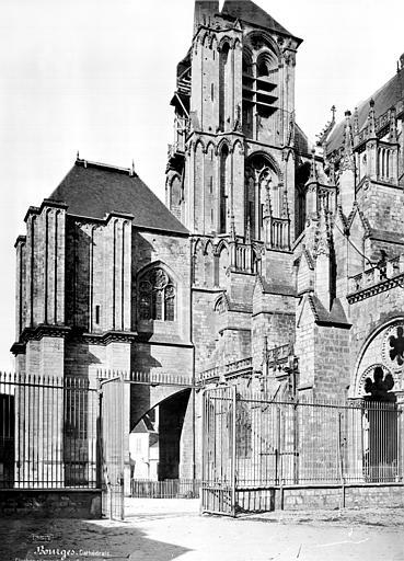 Cathédrale Saint-Etienne Façade sud : Clocher et gros contrefort, Mieusement, Médéric (photographe),