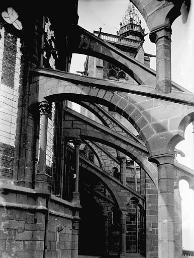 Cathédrale Notre-Dame Arcs-boutants, Enlart, Camille (historien),