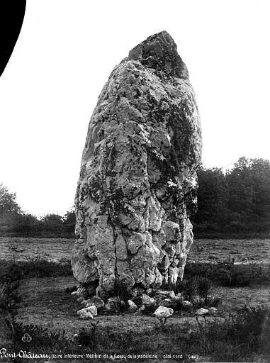 Menhir dit Le Fuseau de la Madeleine , Mieusement, Médéric (photographe),