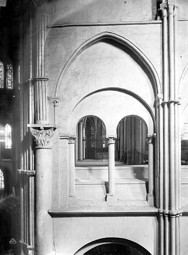 Eglise Saint-Rémi Vue intérieure du transept sud : Galerie du 1er étage, Durand, Jean-Eugène (photographe),