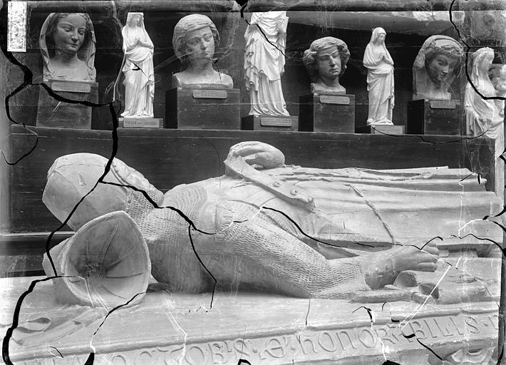 Eglise Saint-Guillaume , Enlart, Camille (historien), 75 ; Paris 16 ; Palais de Chaillot (Trocadéro) ; Musée de Sculpture comparée, musée des Monuments français
