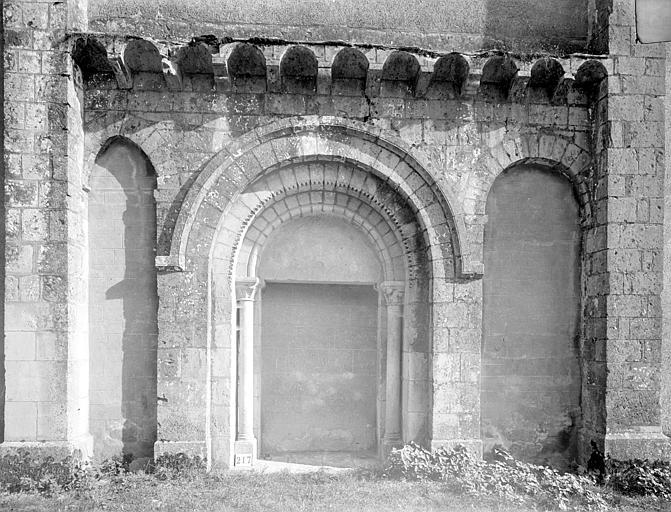 Eglise Saint-Saturnin Portail de la façade nord, Heuzé, Henri (photographe),