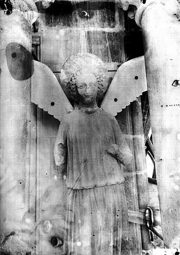 Cathédrale Notre-Dame Ange, deuxième contrefort de l'abside, au sud, Lajoie, Abel,