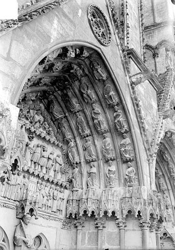 Cathédrale Saint-Etienne Quatrième portail de la façade ouest : voussure de droite, Doucet ; Baudet (photographe),