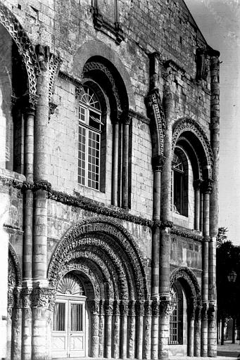 Eglise Sainte-Marie-des-Dames Façade ouest: partie inférieure, Enlart, Camille (historien),