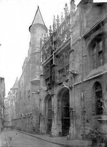 Arche donnant accès dans la cour des libraires, Enlart, Camille (historien),