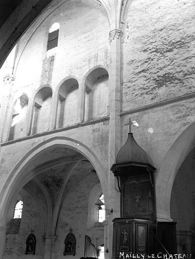 Eglise Travées de la nef et chaire, Louzier (photographe),