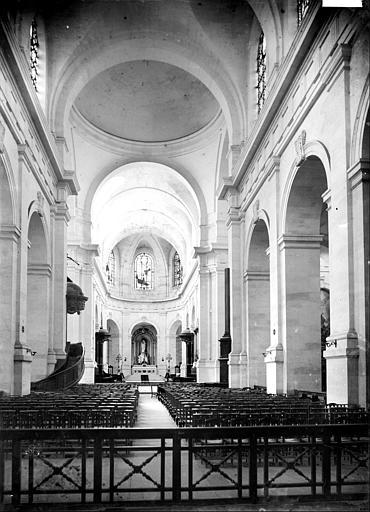 Cathédrale Saint-Louis Vue intérieure de la nef, vers le choeur, Mieusement, Médéric (photographe),