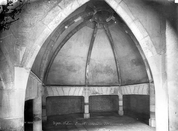 Palais des Ducs et des Etats de Bourgogne (ancien) Vue intérieure des cuisines, Mieusement, Médéric (photographe),