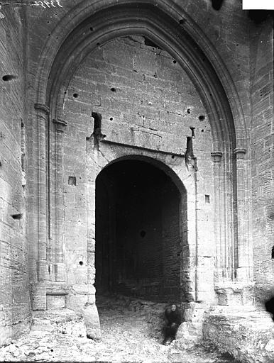 Chapelle Notre-Dame-de-Belvezet (supposée) Porte, Enlart, Camille (historien),