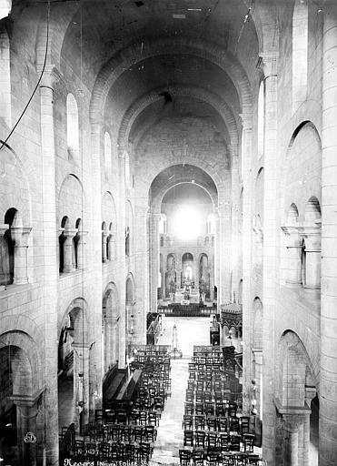 Eglise Saint-Etienne Vue intérieure de la nef, vers le choeur, prise de la tribune, Mieusement, Médéric (photographe),