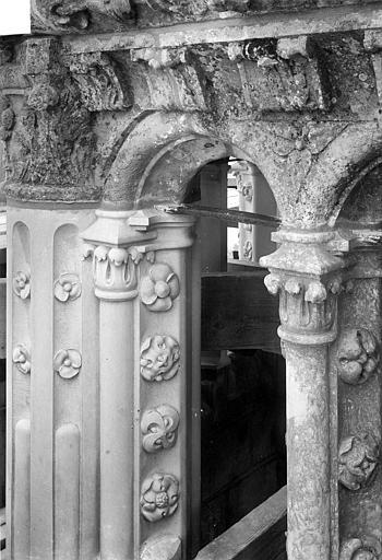 Cathédrale Saint-Gatien Couronnement d'un clocher : corniches, chapiteaux, ,