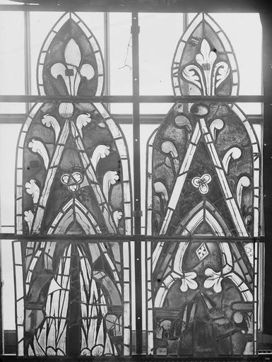 Cathédrale Notre-Dame Vitraux de la fenêtre axiale du choeur, écoinçons de la première et deuxième lancette, Nadeau, H. (photographe),