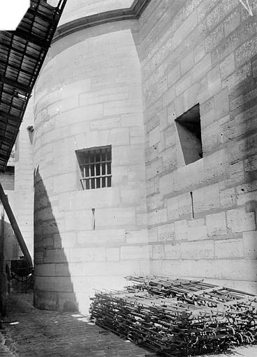 Château Donjon : Soubassement, Vorin,