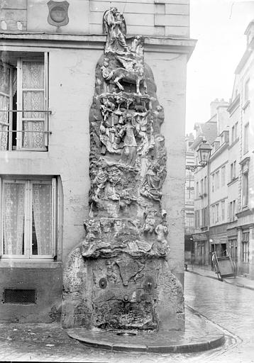 Fontaine de Lisieux, le Parnasse , Enlart, Camille (historien),